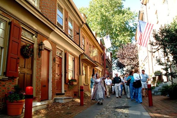 elfreths-alley-tour-historic-philadelphia-587-587x0